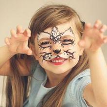 Face painting akan membuat anak-anak merasa senang