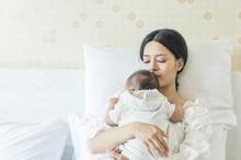Menjawab kebingungan fakta dan mitos seputar perawatan tradisional setelah melahirkan