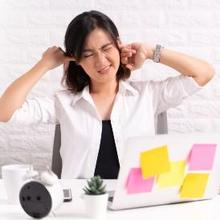 Obat tradisional telinga berdengung adalah teh rempah-rempah dan buah-buahan