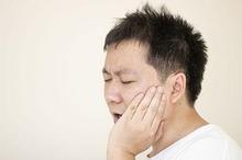 Abses gusi adalah salah satu penyebab benjolan di gusi