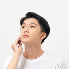 Perawatan wajah pria perlu diterapkan karena kulit kaum adam pun rentan kusam, cepat menua, berjerawat, bahkan rusak akibat polusi dan radikal bebas