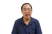 Penyakit belpasi atau Bell's palsy menyebabkan salah satu sisi wajah menurun dan kelopak mata menurun