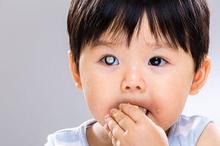 Penyebab katarak kongenital pada bayi dan anak adalah infeksi, obat, dan penyakit keturunan