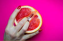 Memasukkan jari ke vagina mungkin bisa merangsang pasangan, tapi berisiko menyebabkan vagina berdarah