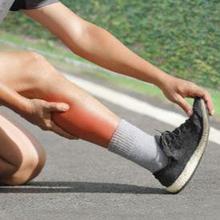 Penyebab kram otot antara lain kekurangan cairan, kurang tidur, dan olahraga berlebihan