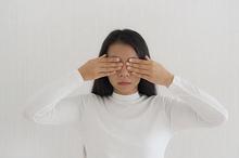 Belek mata yang mengganggu penglihatan biasanya disebabkan oleh gangguan pada mata