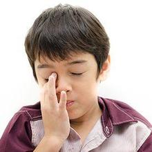 Mata merah pada anak dapat terjadi akibat paparan debu maupun asap