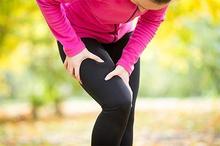 Otot sakit setelah olahraga bisa diatasi dengan kompres dingin, pijat, dan minum obat