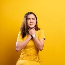 Tenggorokan terasa lengket dapat terjadi akibat radang amandel