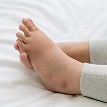 Penyebab ukuran kaki berubah saat hamil salah satunya kenaikan berat badan