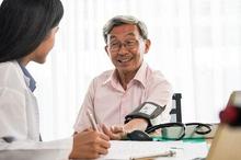 Posyandu lansia menyediakan layanan pengukuran tekanan darah secara gratis