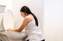 Perbedaan mual hamil dan masuk angin dapat dilihat dari gejala lain yang menyertainya