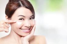 Fungsi eye cream tidak hanya menjaga kesehatan kulit area mata