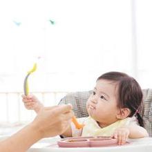 Perlengkapan ASI eksklusif dan MPASI untuk bayi antara lain botol dan kantong ASI serta alat makan bayi