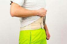 Turun berok umumnya disebabkan karena sering mengangkat benda berat dan sembelit