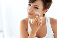 Krim hydroquinone, tretinoin, vitamin C dapat menghilangkan flek hitam di wajah