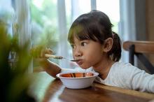 Makanan balita harus diisi dengan sumber protein, karbohidrat, vitamin, dan mineral untuk perkembangannya