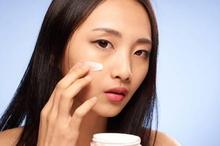 Pelembab wajah dibutuhkan oleh semua jenis kulit, termasuk kulit berminyak