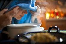 Menghirup uap panas termasuk terapi sinusitis rumahan