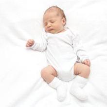 Posisi tidur bayi baru lahir atau 0-3 bulan yang aman adalah terlentang
