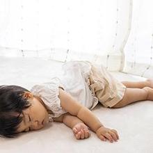 Posisi tidur bayi yang benar mengurangi risiko kematian mendadak