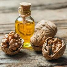 Minyak kenari merupakan minyak yang diekstraksi dari kacang kenari