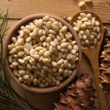 Kacang pinus adalah biji-bijian yang berasal dari cone tanaman cemara