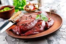 Sumber vitamin B3 utamanya berupa makanan hewani, terutama hati sapi