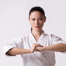 Olahraga beladiri untuk wanita antara lain Muay Thai dan Taekwondo