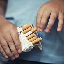 Jumlah anak merokok semakin meningkat, Anda harus menghentikannya.