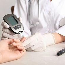 Saat berpuasa kadar gula dalam darah menjadi rendah akibat lama tidak makan dan minum