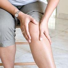 Sakit di belakang lutut dapat disebabkan oleh kram kaki hingga radang sendi