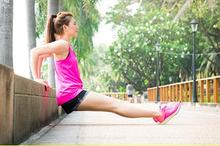 Melakukan pendinginan setelah olahraga penting dilakukan untuk mencegah pusing atau pingsan