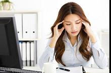 Ada tiga faktor yang bisa menjadi penyebab migrain; usia, jenis kelamin, dan genetik.