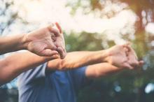 Senam cerdik terdiri dari gerakan-gerakan sederhana untuk lansia