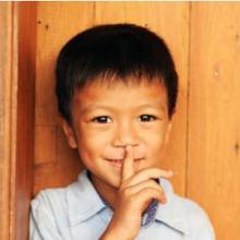 Perkembangan kepribadian anak terjadi pada sejumlah tahap berdasarkan usia
