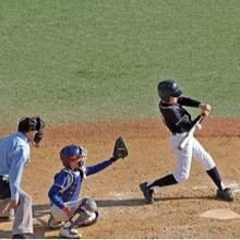 Permainan baseball adalah permainan bola kecil