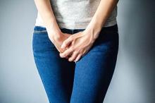 Salah satu gejala kutil kelamin adalah terasa gatal di area kutil
