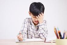 Jika anak malas sekolah, cobalah periksa kesehatannya. Bisa jadi ia sedang sakit dan tidak mau ke sekolah.