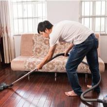 Menjadi bapak rumah tangga butuh kesiapan menghadapi pandangan miring yang muncul dari orang terdekat