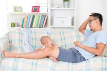 Baby blues syndrome pada ayah dapat memicu penyakit fisik dan mental