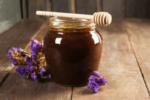Manfaat madu hitam begitu melimpah karena diambil dari sari pohon mahogani yang mengandung substansi alkaloid tinggi