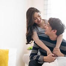Clingy adalah sifat yang membuat seseorang ingin terus dekat dengan pasangan