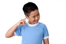 Jangan membersihkan telinga anak dengan cotton bud karena dapat menyebabkan gendang telinga pecah