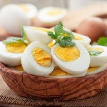 Salah satu makanan yang dianggap sebagai penyebab bisul adalah telur