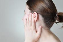 Gejala otitis eksterna atau infeksi telinga luar dapat meningkat dari ringan ke parah