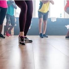 Senam zumba menurunkan berat badan dianggap bisa efektif jika diiringi dengan pola makan seimbang