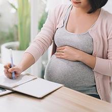 Ibu hamil yang bekerja