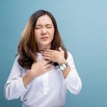 Tonsilits difteri dapat ditandai dengan selaput tebal abu-abu di amandel