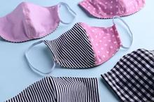 Anda bisa membuat masker kain sendiri dengan bahan kain katun yang ada di rumah